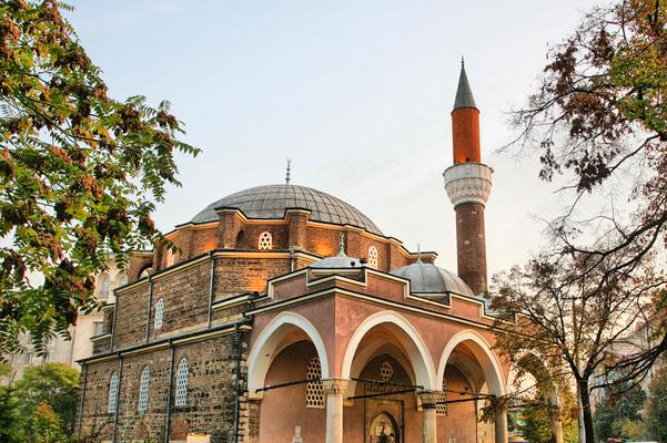 """مسجد """"بانيا باشي"""" من آثار الوجود العثماني في صوفيا"""