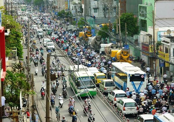 """زحام مدينة """"هو تشه منه"""" أكبر مدن فيتنام"""