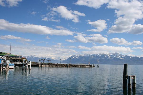 بحيرة جنيف من مدينة لوزان السويسرية