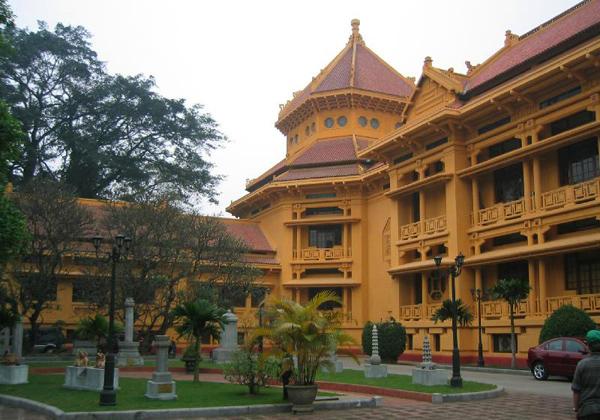 المتحف الوطني للتاريخ الفيتنامي في هانوي