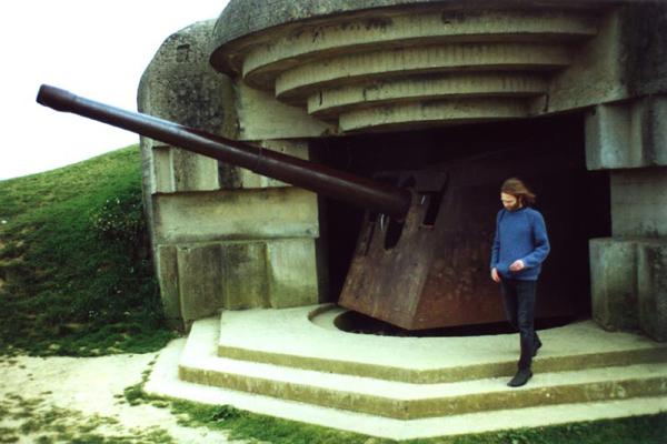 مدفع ألماني يعود لفترة الحرب العالمية الثانية في نورماندي