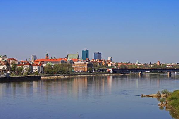 مشهد لوارسو من نهر فيستولا