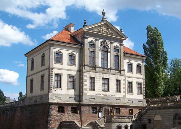 متحف شوبان في وارسو يحفظ ذكرى الموسيقي الشهير