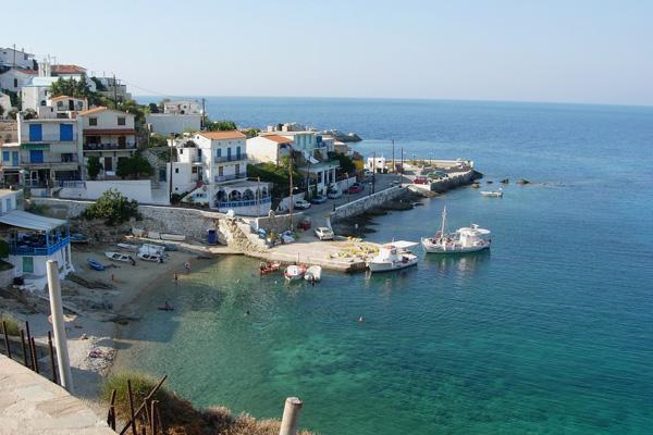 من شواطئ جزيرة إيكاريا اليونانية