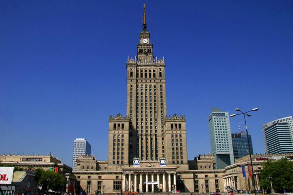 قصر الثقافة والعلوم.. أعلى مباني العاصمة البولندية