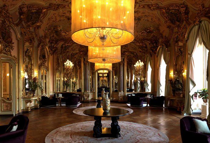"""""""قاعة المرايا"""" من أجمل قاعات فلورنسا"""