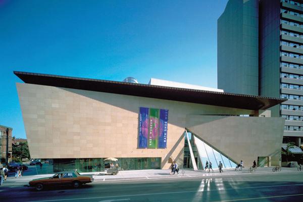مبنى متحف أحذية باتا في تورنتو