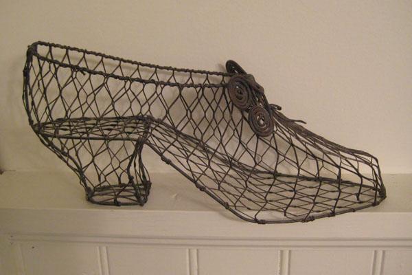 يعرض متحف أحذية باتا في تورنتو لآلاف أزواج الأحذية المختلفة