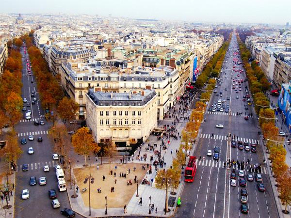 شارع الشانزليزيه أحد أجمل وأشهر شوارع العالم