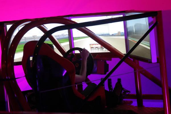 """يضم """"عالم فيراري"""" مجموعة ألعاب محاكاة لقيادة السيارات وسباقات السرعة"""