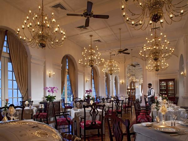 أحد مطاعم رافلز سنغافورة