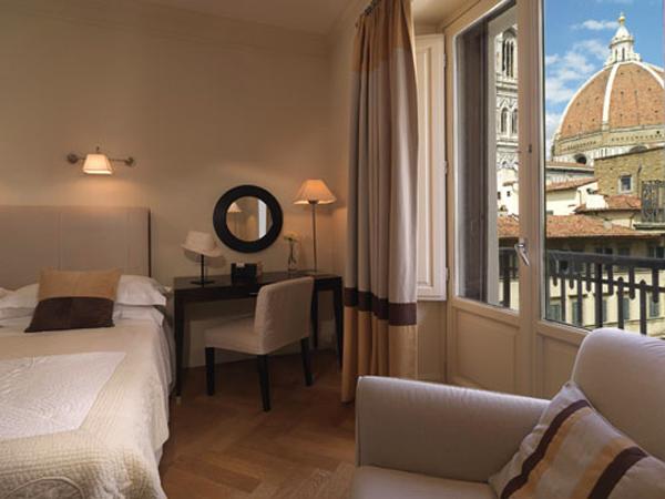"""يؤمن فندق """"سافوي"""" لنزلائه الغرف الفخمة الأنيقة"""