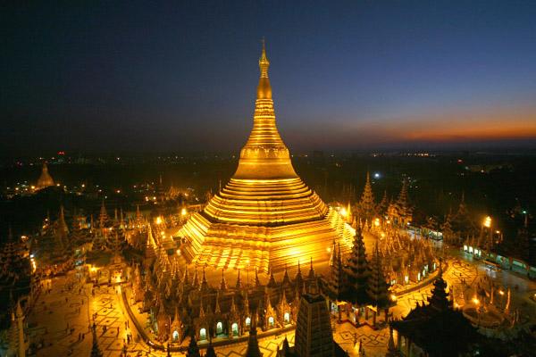 """يعد """"سولي باغودا"""" المعبد الذهبي الفريد أحد رموز يانجون"""