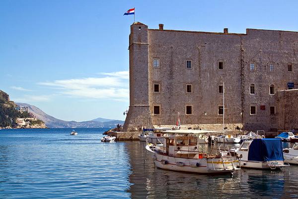 ساهم حصن وقلعة القديس جون في حماية دوبروفنيك من الغزو الخارجي