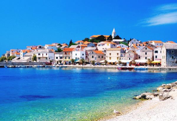 من شواطئ مدينة دوبروفنيك في كرواتيا
