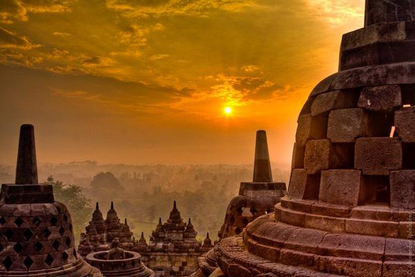 شروق الشمس في بوروبودور، جاوة، اندونيسيا