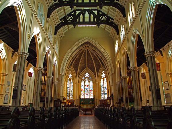 """داخل كاتدرائية """"سان جيمس"""" في تورنتو"""