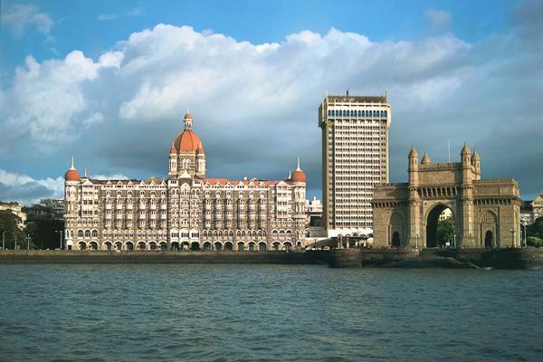 """يقع فندق """"قصر تاج محل"""" بالقرب من بوابة الهند"""