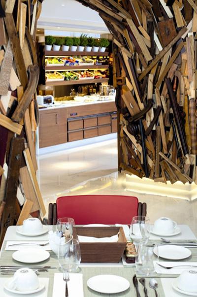 """قاعة الإفطار في """"نيو هوتيل"""" أثينا"""