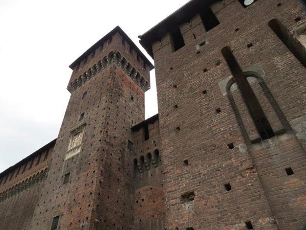 ارتفاعات شاهقة لمباني القلعة كانت تستخدم قديماً في صد هجمات الاعداء