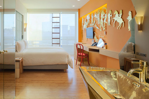 """التقاليد الفولكلورية اليونانية تغلب علي طابع القسم الأول من فندق """"نيو هوتيل"""""""