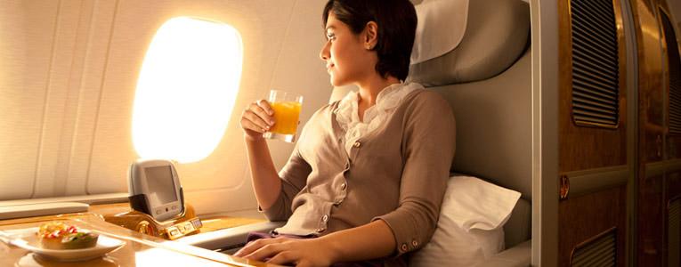 وجبات فاخرة وخدمات حائزة على جوائز عالمية رفيعة تقدمها خطوط الطيران الاماراتية