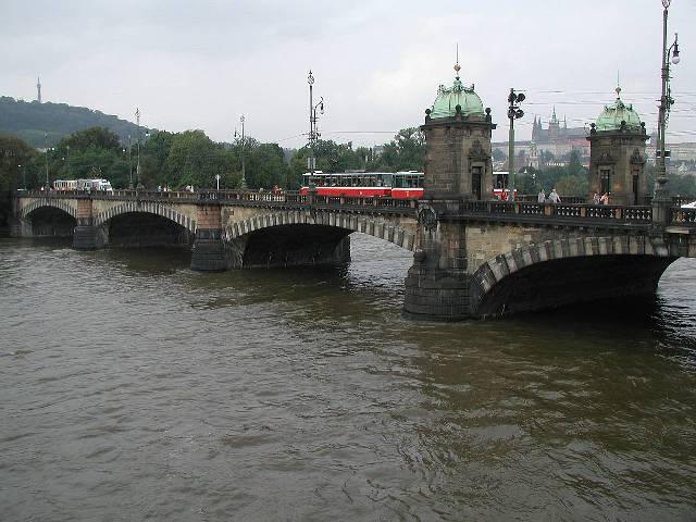 تشتهر براغ بالجسور