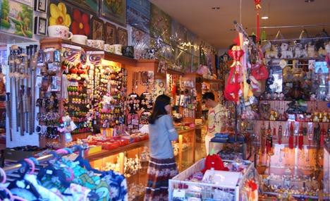 كيف تختار الهدايا التذكارية من البلد الذي تسافر إليه
