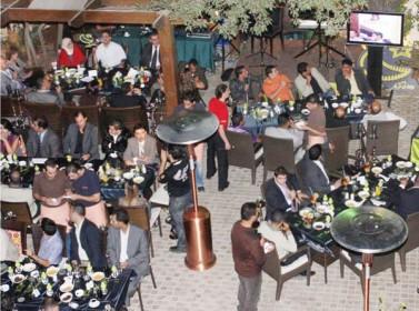 المطاعم العمانية تستقبل رأس السنة بالزينة والحفلات لجذب الزبائن