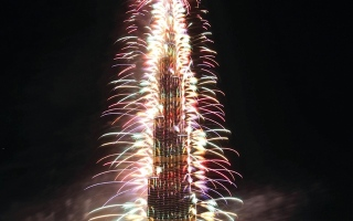تشكيلات ضوئية ومائية ونارية في وسط مدينة دبي ليلة رأس السنة
