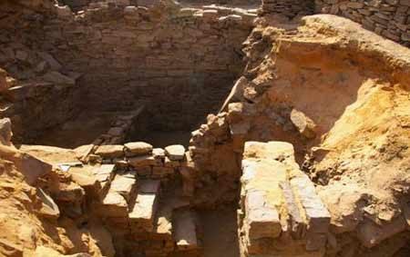 البعثة السعودية الألمانية تواصل التنقيب بموقع قرية الأثري في تيماء