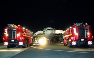 تجربة وهمية لحادث طائرة في مطار الشارقة