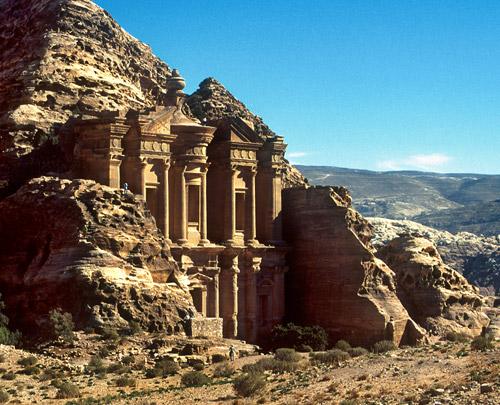 الدخل السياحي للأردن يرتفع إلى 3.2 مليار دولار