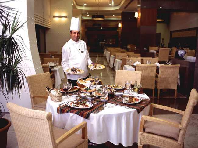 المطعم العربى بفورسيزون في بطرسبورغ