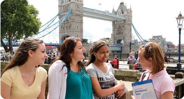 إذا كنت تسافر منفرداً.. كيف تتمكن من تكوين صداقات في الخارج