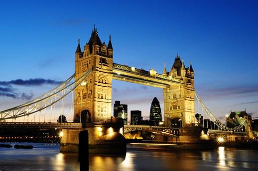 لندن.. مدينة الضوء والضباب البريطانية