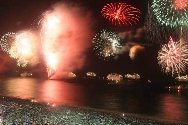 العالم يحتفل بعام 2013