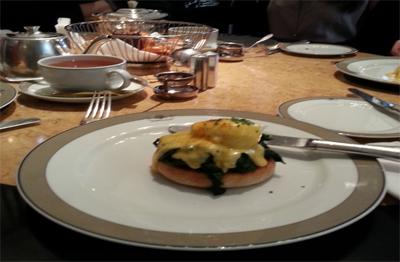 """من الأطباق المقدمة على مائدة الإفطار في """"ولزلي"""" - خاص بموسوعة المسافر"""