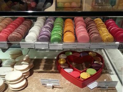 """بعض الحلوى في """"فورتنام و ميسون"""" تصمم للتعبير عما يود الإنسان قوله- خاص بموسوعة المسافر."""