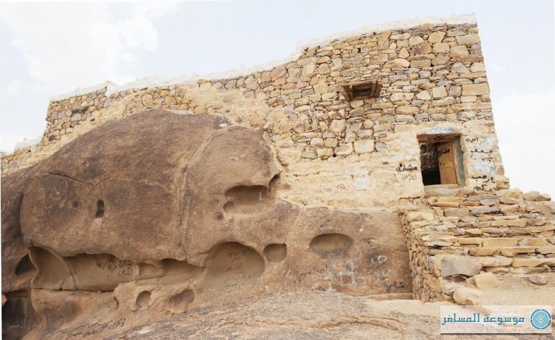 قلعة رعوم التاريخية