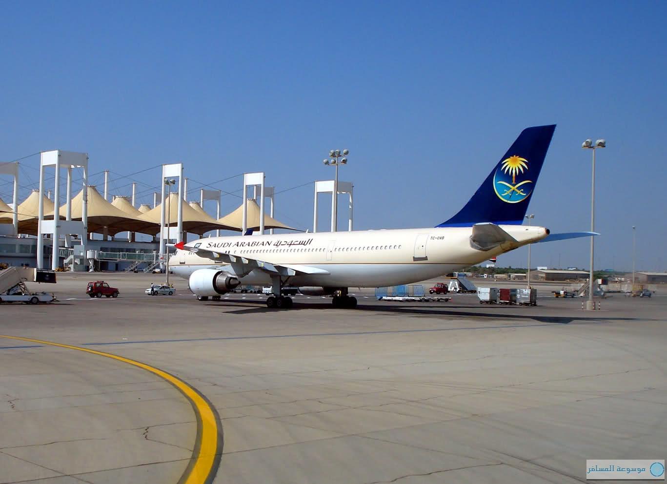 """""""مطار جدة"""" يستقبل مسافرين 3 أضعاف ما صمّم له قبل 35 عامًا"""