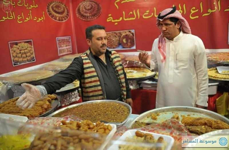 """""""مهرجان أبها للتسوق"""" يستقطب المصطافين من خارج السعودية"""