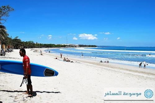 شاطئ كوتا برماله البيضاء، واحد من أكثر شواطئ العالم جذبا للسياح