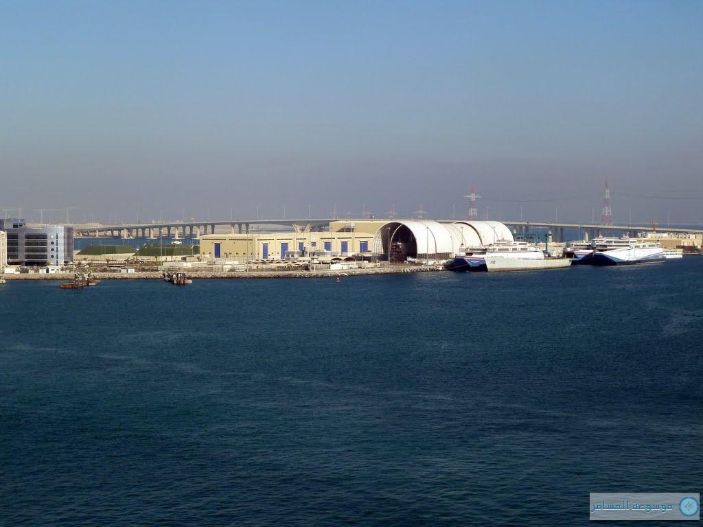 """السفينة السياحية الفاخرة """"أم أس أرتانيا"""" ترسو في ميناء زايد"""
