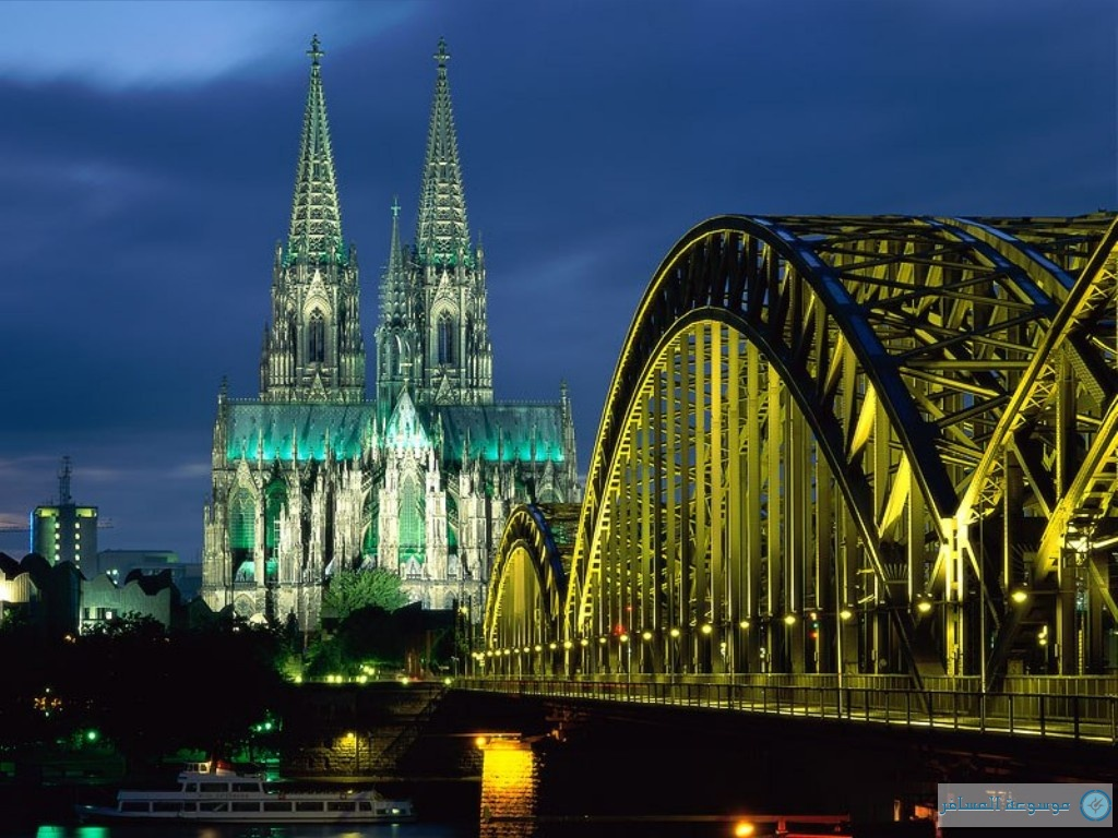 Cologne_Cathedral_And_Hohenzollern_Bridge,_Cologne,_Germany