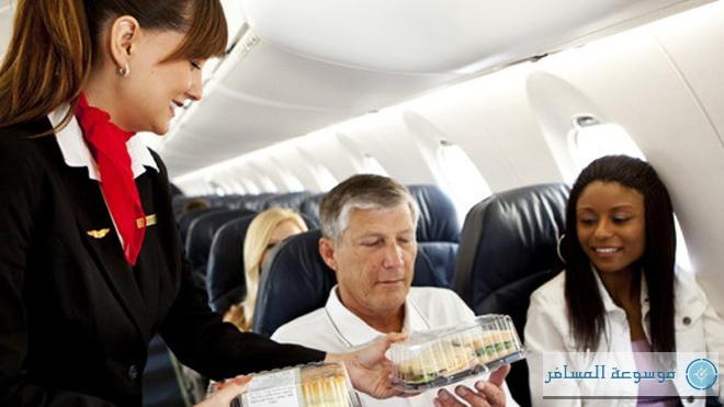 أمور يجب أن تعرفها عند التعامل مع مضيفات الطائرة