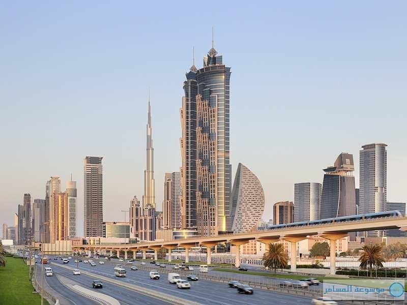 نال فندق جي دبليو ماريوت ماركيز دبي ونال لقب أطول فندق في العالم من موسوعة جينيس ، بارتفاعه البالغ 355 مترا