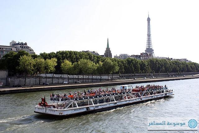 جولة بقارب في نهر السين