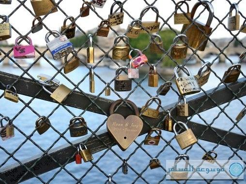 cn_image_0.size.love-locks-paris-bridge