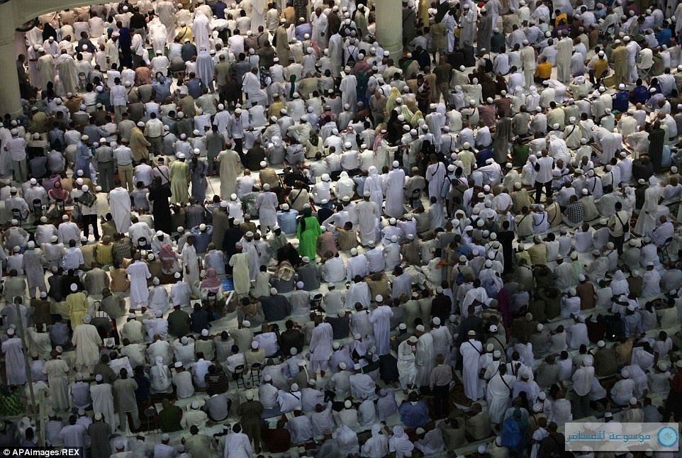 تجمع المسلمين في المسجد الحرام استعدادا للحج